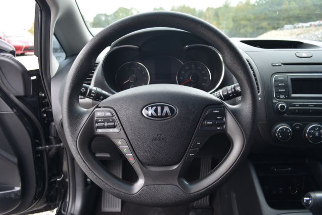 2016 Kia Forte 5-Door LX Naugatuck, Connecticut 21