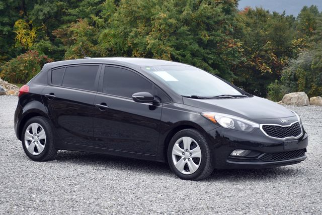 2016 Kia Forte 5-Door LX Naugatuck, Connecticut 6