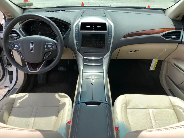 2016 Lincoln MKZ V6 in Gower Missouri, 64454