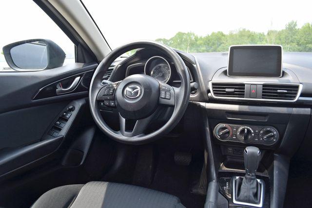 2016 Mazda Mazda3 i Sport Naugatuck, Connecticut 14