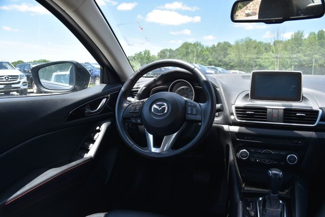 2016 Mazda Mazda3 i Grand Touring Naugatuck, Connecticut 12