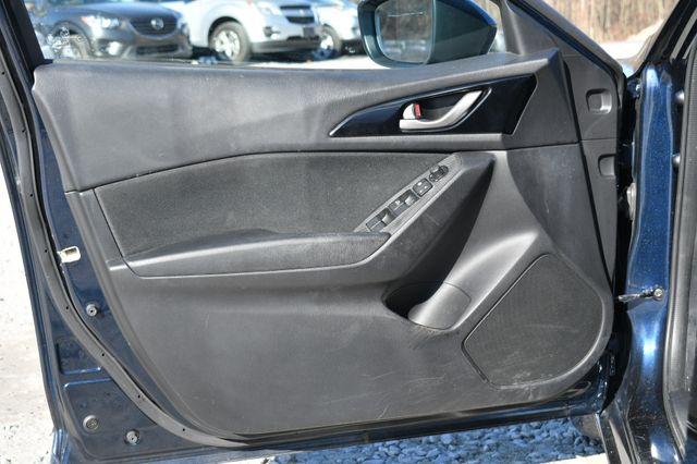 2016 Mazda Mazda3 i Sport Naugatuck, Connecticut 15