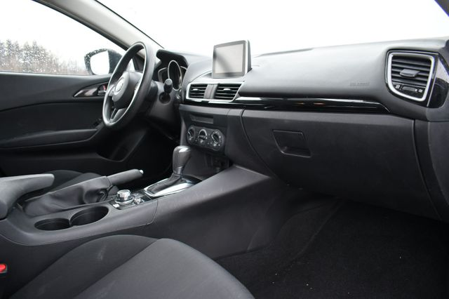 2016 Mazda Mazda3 i Sport Naugatuck, Connecticut 10