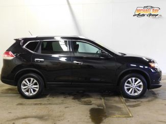 2016 Nissan Rogue SV in Cleveland , OH 44111