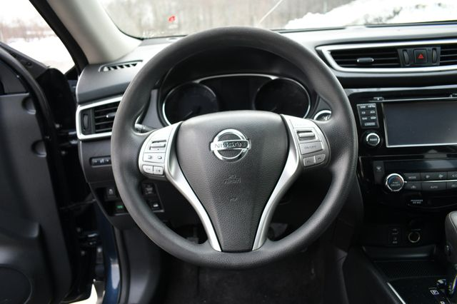 2016 Nissan Rogue SV Naugatuck, Connecticut 23