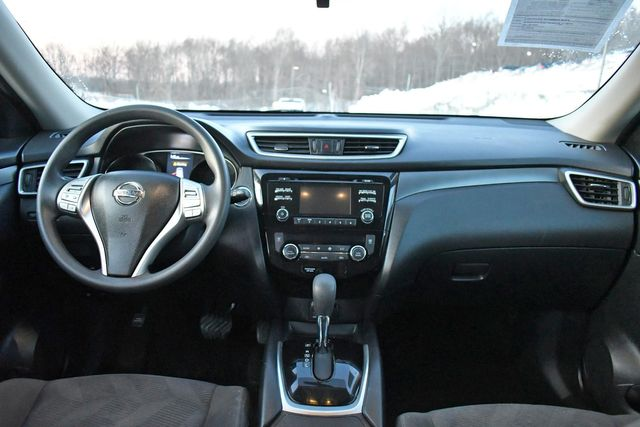 2016 Nissan Rogue SV Naugatuck, Connecticut 18