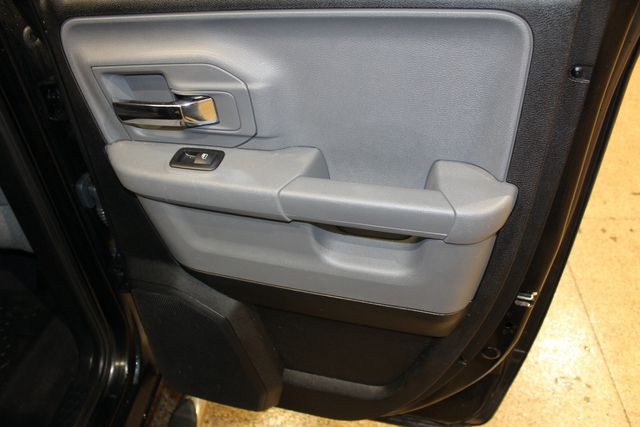 2016 Ram 1500 Quad Cab 4x4 Hemi SLT in Roscoe, IL 61073
