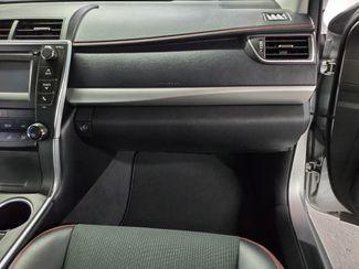 2016 Toyota Camry SE Kensington, Maryland 64