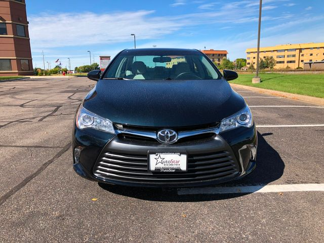 2016 Toyota Camry XLE Maple Grove, Minnesota 7