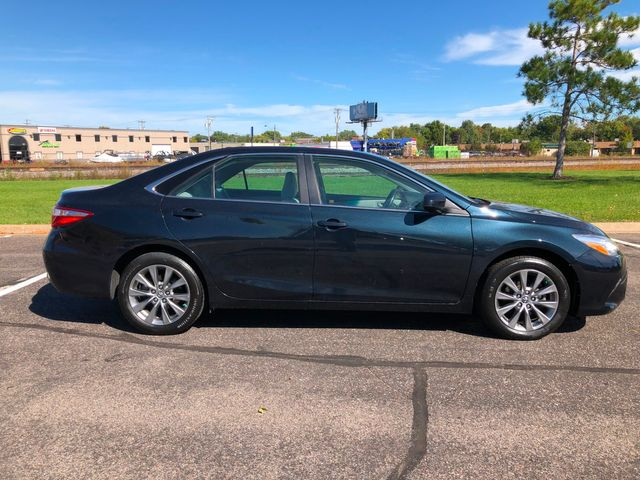 2016 Toyota Camry XLE Maple Grove, Minnesota 3