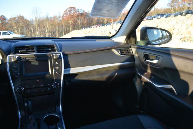 2016 Toyota Camry SE Naugatuck, Connecticut 17