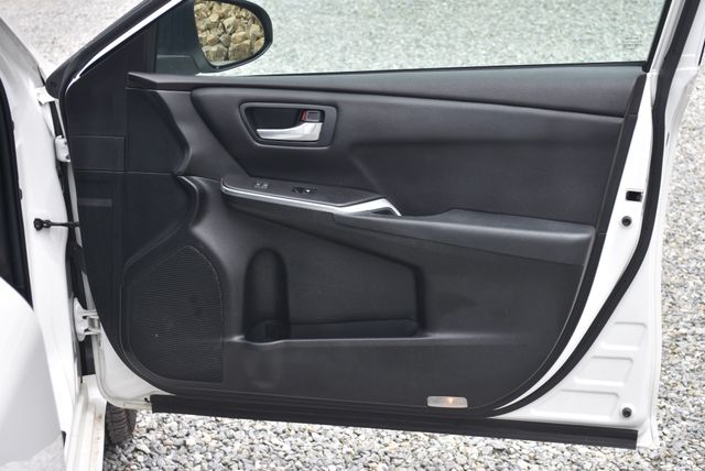 2016 Toyota Camry SE Naugatuck, Connecticut 9