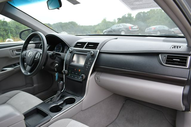 2016 Toyota Camry LE Naugatuck, Connecticut 10