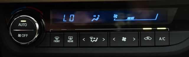 2016 Toyota Corolla 4dr Sdn CVT LE Waterbury, Connecticut 26
