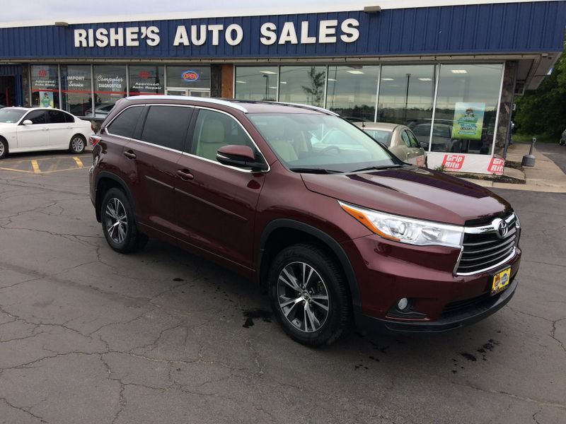 2016 Toyota Highlander AWD XLE Nav Leather 3rd row seating 7 Pass   Rishe's Import Center in Ogdensburg New York