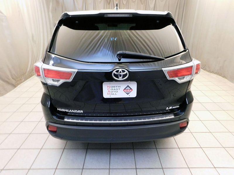 2016 Toyota Highlander LE Plus V6  city Ohio  North Coast Auto Mall of Cleveland  in Cleveland, Ohio
