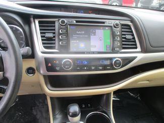 2016 Toyota Highlander XLE Farmington, MN 7