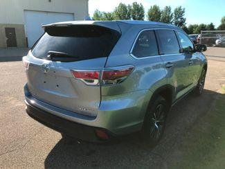 2016 Toyota Highlander XLE Farmington, MN 1