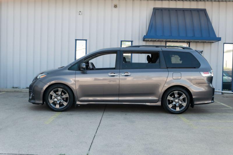 2016 Toyota Sienna SE in Rowlett, Texas