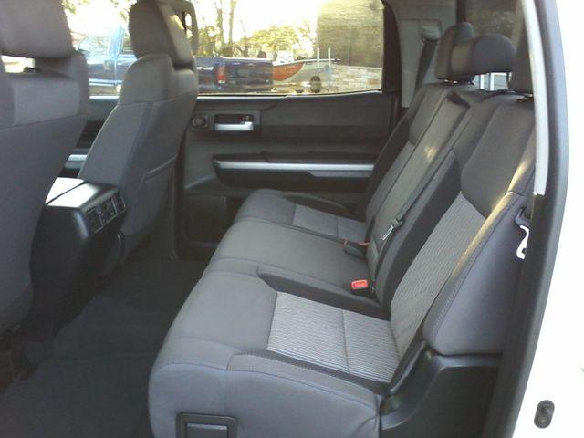 2016 Toyota Tundra SR5 CREWMAX Boerne, Texas 12