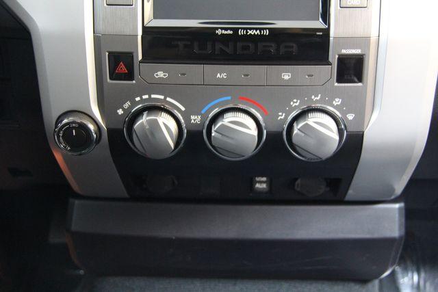 2016 Toyota Tundra  SR5 CREWMAX 4X4 Richmond, Virginia 8