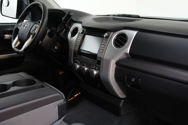 2016 Toyota Tundra  SR5 CREWMAX 4X4 Richmond, Virginia 17