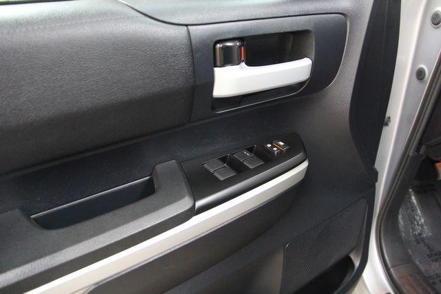 2016 Toyota Tundra  SR5 CREWMAX 4X4 Richmond, Virginia 15