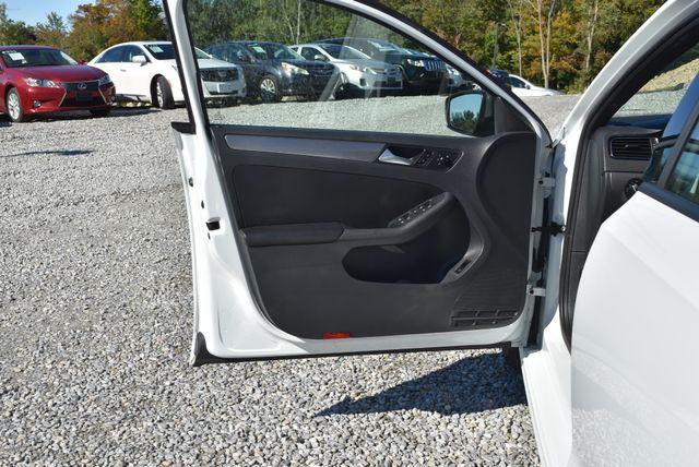2016 Volkswagen Jetta 1.8T Sport Naugatuck, Connecticut 18