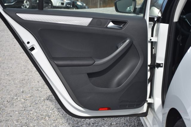 2016 Volkswagen Jetta 1.4T SE Naugatuck, Connecticut 12