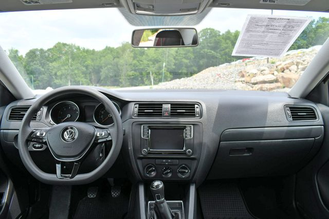 2016 Volkswagen Jetta 1.4T S w/Technology Naugatuck, Connecticut 17