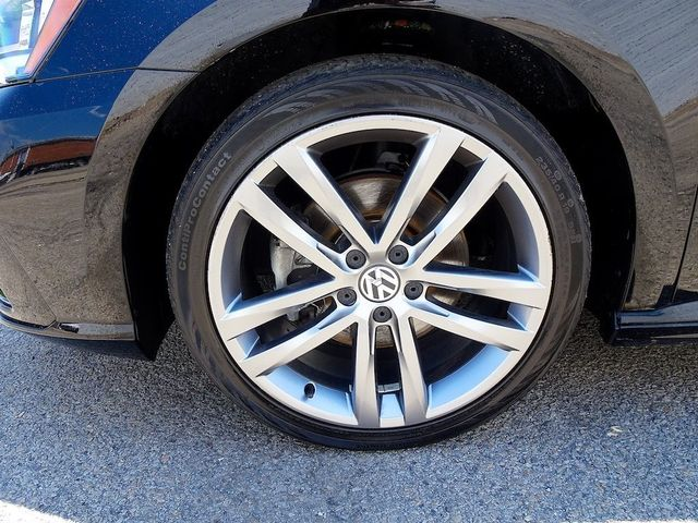 2016 Volkswagen Passat 1.8T R-Line Madison, NC 10
