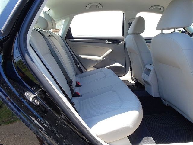2016 Volkswagen Passat 1.8T R-Line Madison, NC 31