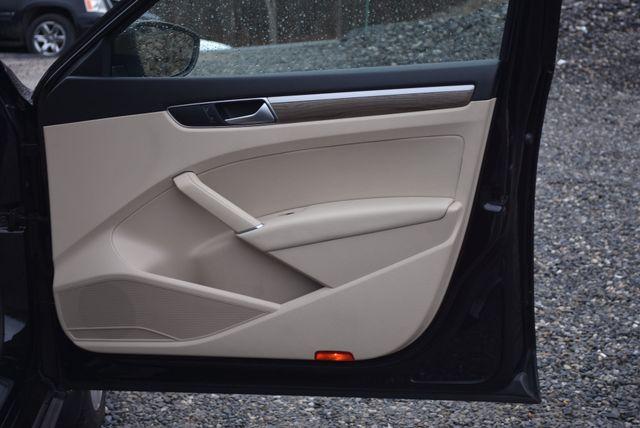 2016 Volkswagen Passat 3.6L V6 SEL Premium Naugatuck, Connecticut 10