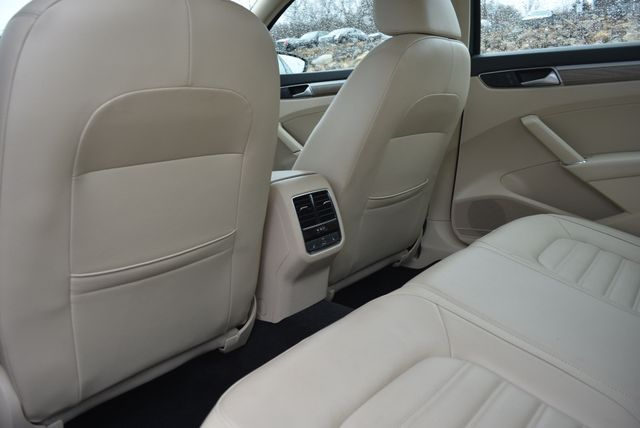 2016 Volkswagen Passat 3.6L V6 SEL Premium Naugatuck, Connecticut 13