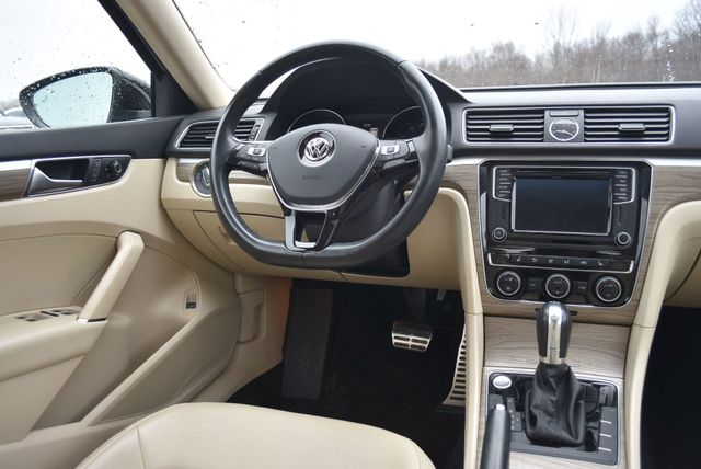 2016 Volkswagen Passat 3.6L V6 SEL Premium Naugatuck, Connecticut 15