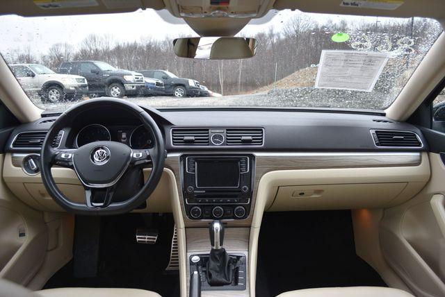 2016 Volkswagen Passat 3.6L V6 SEL Premium Naugatuck, Connecticut 16