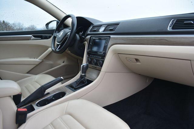 2016 Volkswagen Passat 3.6L V6 SEL Premium Naugatuck, Connecticut 9