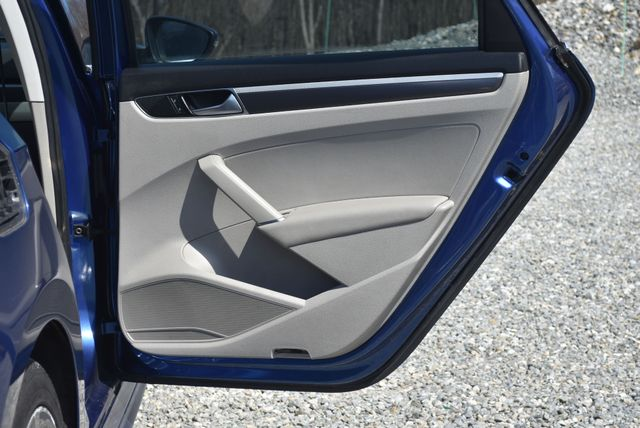 2016 Volkswagen Passat 1.8T R-Line Naugatuck, Connecticut 4