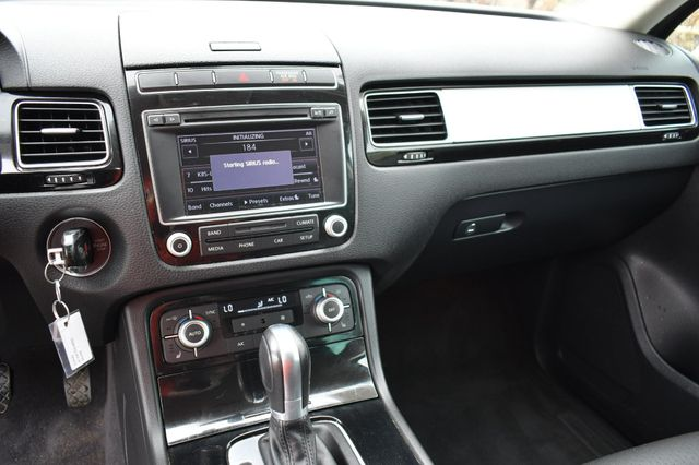 2016 Volkswagen Touareg Sport AWD Naugatuck, Connecticut 16