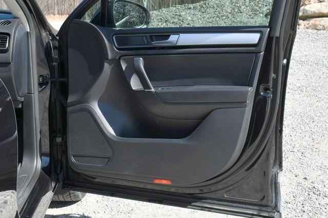 2016 Volkswagen Touareg Sport w/Technology Naugatuck, Connecticut 12