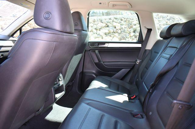 2016 Volkswagen Touareg Sport w/Technology Naugatuck, Connecticut 17