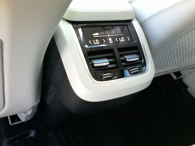 2016 Volvo XC90 T6 Momentum San Antonio, Texas 18