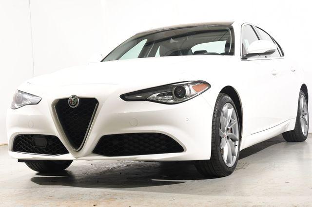 2017 Alfa Romeo Giulia Q4 w/ Nav/ Blind Spot/ Safety Tech