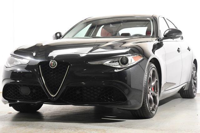 2017 Alfa Romeo Giulia Ti w/Nav/ Blind Spot/ Pano / Safety Tech