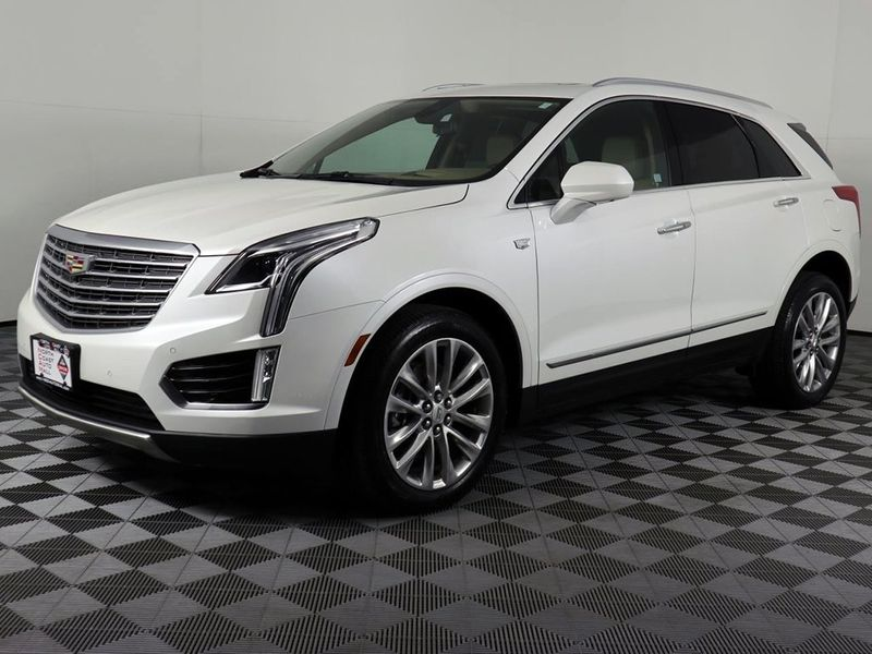2017 Cadillac XT5 Platinum AWD  city Ohio  North Coast Auto Mall of Cleveland  in Cleveland, Ohio