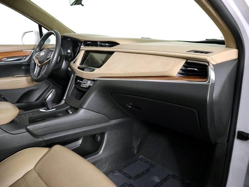 2017 Cadillac XT5 Platinum AWD  city Ohio  North Coast Auto Mall of Cleveland  in Cleveland, Ohio