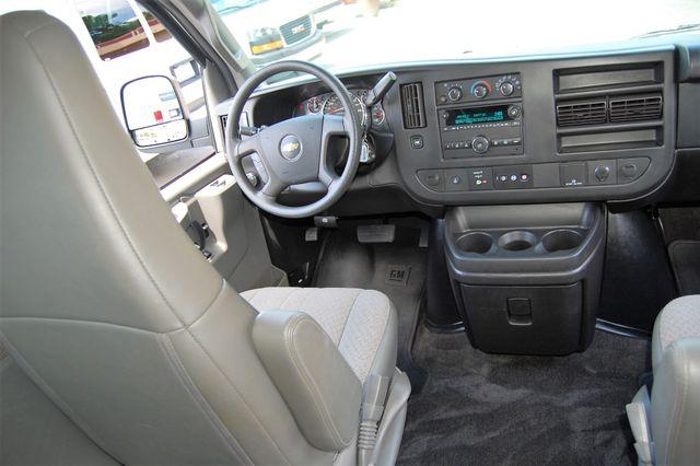 2017 Chevrolet 12 Pass. LT Charlotte, North Carolina 16