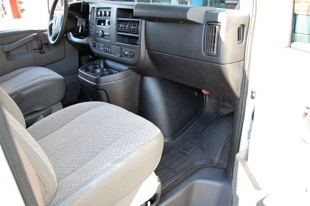 2017 Chevrolet 12 Pass LT Charlotte, North Carolina 6