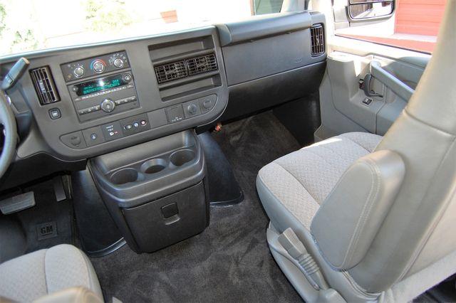 2017 Chevrolet 12 Pass LT Charlotte, North Carolina 10