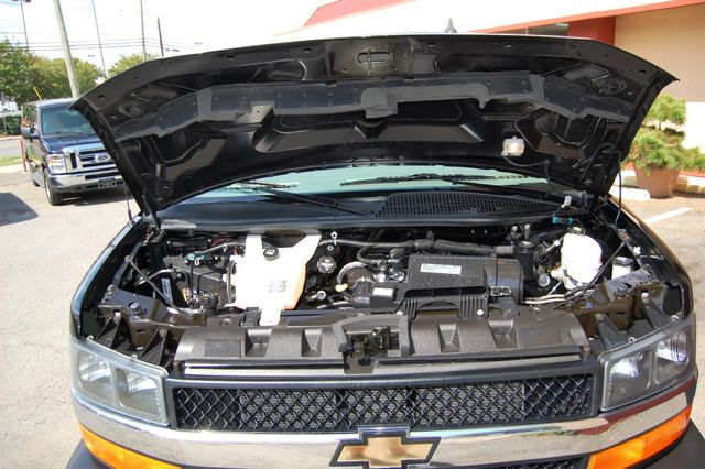 2017 Chevrolet 15 Pass. LT Charlotte, North Carolina 16